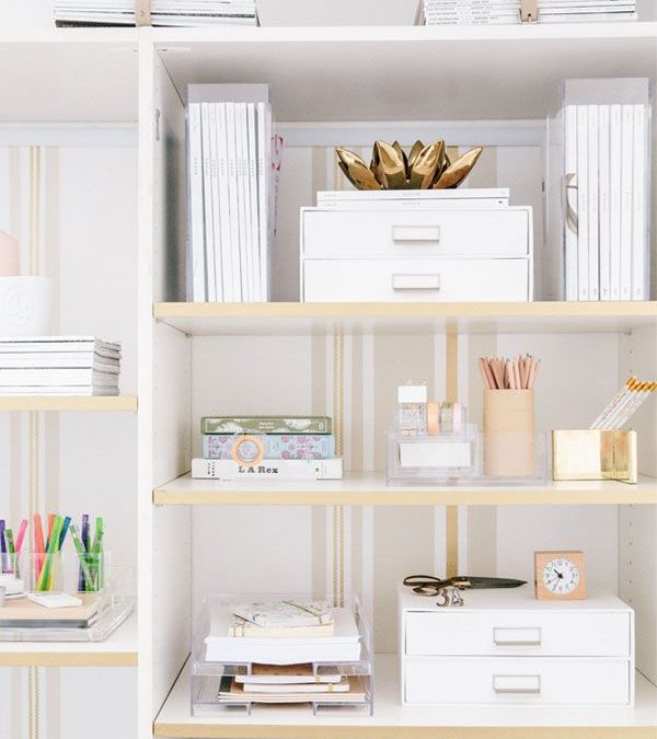 Small Apartment Hacks: 8 Decorating Tips for a Stylish Bookshelf
