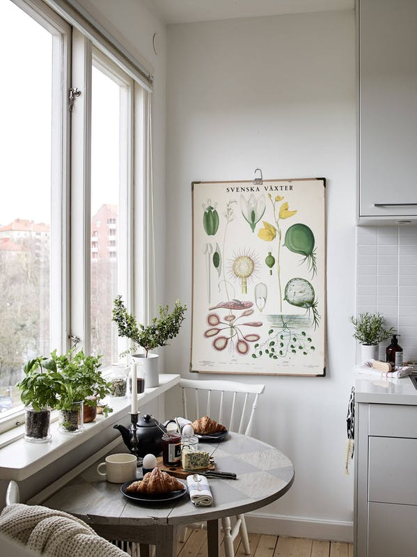 How to Squeeze In a Dining Room in a Tiny Apartment ...