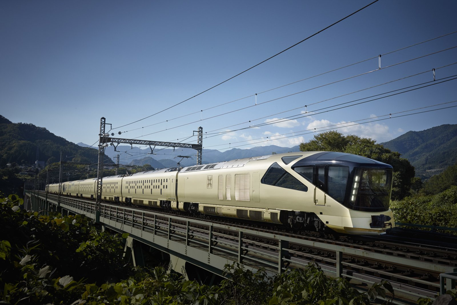 Touring Japan in Style: Inside the $10,000-a-Ticket Train Suite ...