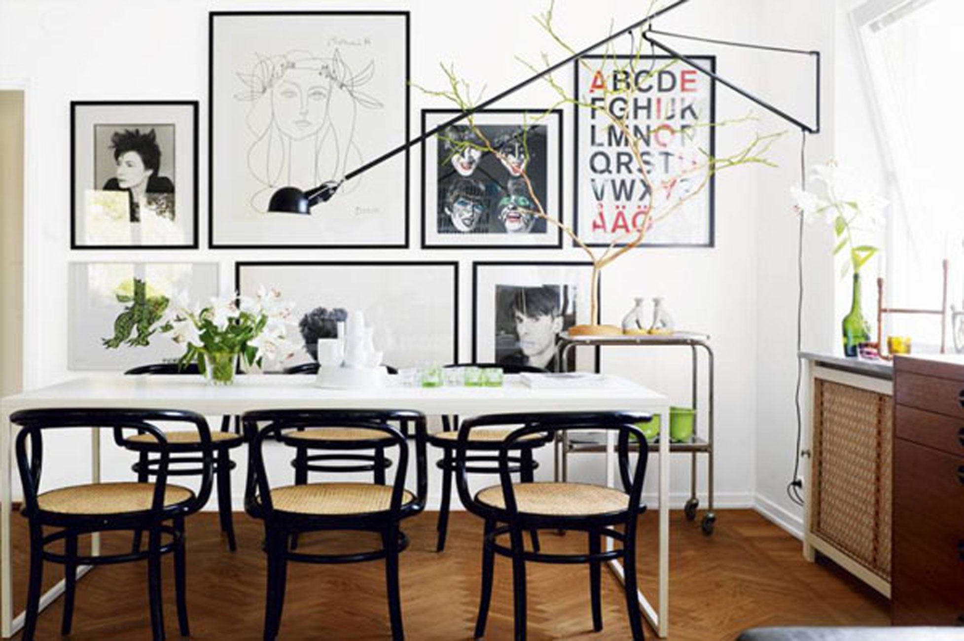 Picture of: 7 Tiny Home Ideas To Seat More People Into Your Small Dining Room Spaceoptimized