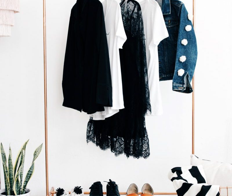 Small Apartment DIY: Minimalist Copper Clothing Rack by BeMakeful
